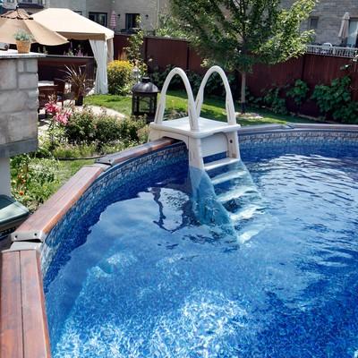 Piscine hors terre en c dre for Toile hivernale pour piscine hors terre