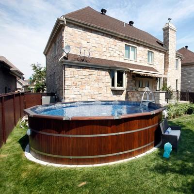 Piscine hors terre en c dre for Balayeuse de piscine hors terre